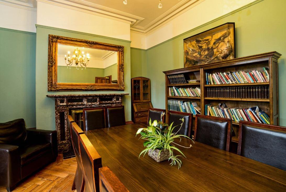YHA Castleton Losehill Hall library