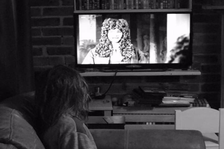 child_watching_tv